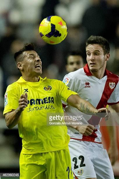 Hernan Perez of Villarreal CF wins the header after Saul Niguez of Rayo Vallecano de Madrid during the La Liga match between Rayo Vallecano de Madrid...
