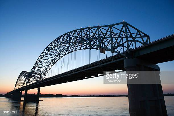 hernando desoto bridge over the mississippi river, memphis - memphis tennessee stock pictures, royalty-free photos & images