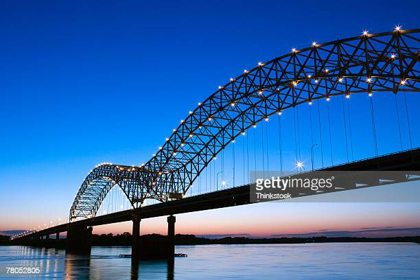 hernando desoto bridge over the mississippi river, memphis - tennessee stock pictures, royalty-free photos & images