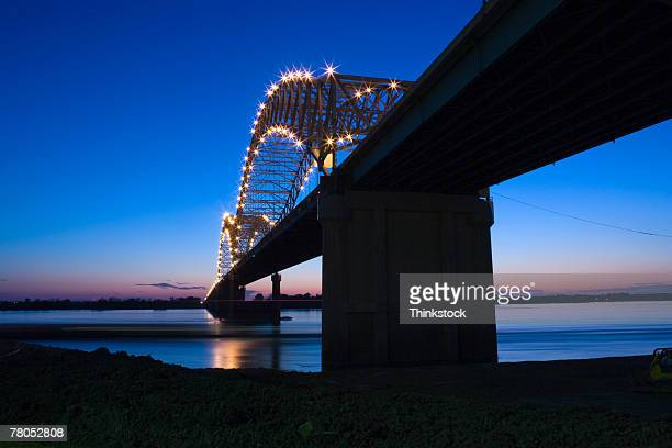 hernando desoto bridge over the mississippi river, memphis - memphis bridge stock photos and pictures