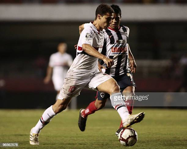Hernanes of Brazil's Sao Paulo vies for the ball with Medina of Mexico's Monterrey during a match as part of the 2010 Libertadores on February 10...