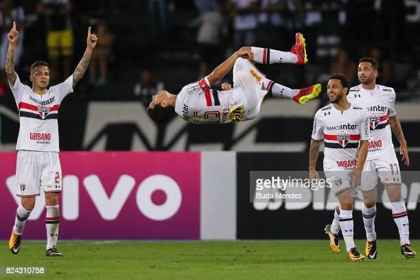 Hernanes of Sao Paulo celebrates a scored goal during a match between Botafogo and Sao Paulo as part of Brasileirao Series A 2017 at Nilton Santos...