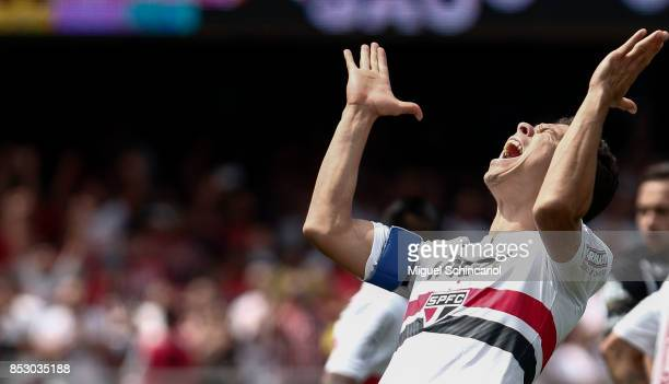 Hernanes of Sao Paulo reacts during the match between Sao Paulo and Corinthians for the Brasileirao Series A 2017 at Morumbi Stadium on September 24...