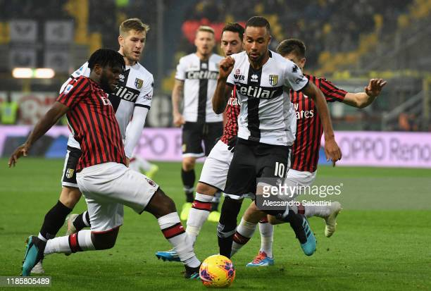 Hernani of Parma Calcio competes for the ball with Frank Kessie of AC Milan during the Serie A match between Parma Calcio and AC Milan at Stadio...