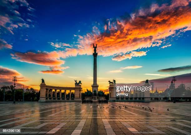 Place des héros à l'aube, Budapest, Hongrie