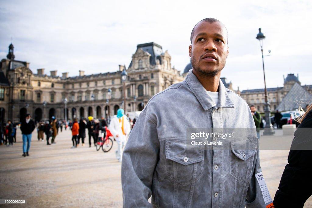 Street Style - Paris Fashion Week - Menswear F/W 2020-2021 : Day Two : ニュース写真