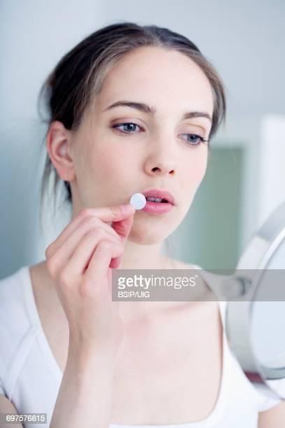 herpes treatment - herpes stock-fotos und bilder