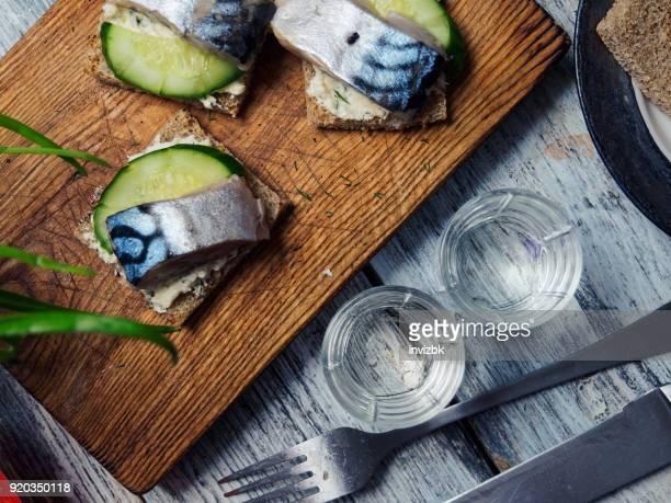 herring sandwiches and vodka - arenque imagens e fotografias de stock