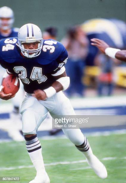 Herschel Walker of the Dallas Cowboys rushes against the Los Angeles Rams at Anaheim Stadium circa 1986 in AnaheimCalifornia