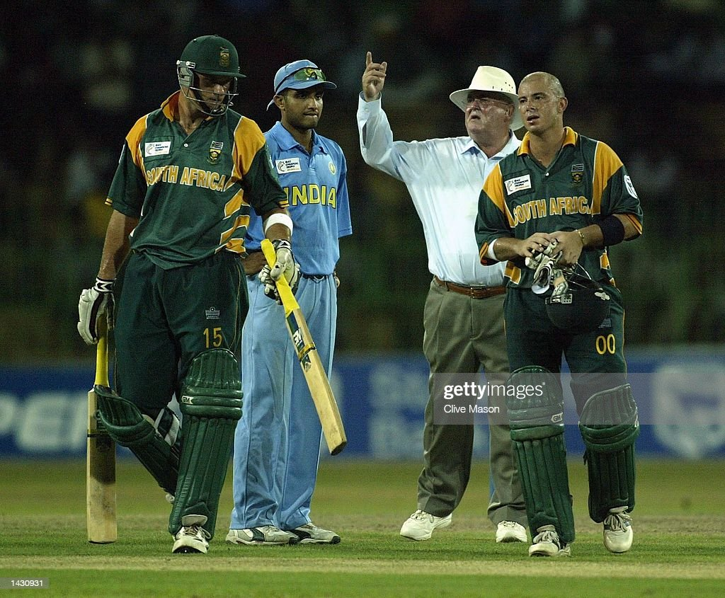 Herschelle Gibbs of South Africa  retires exhausted : News Photo