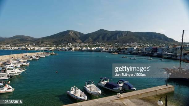 hersonissos harbor, crete - hersonissos photos et images de collection