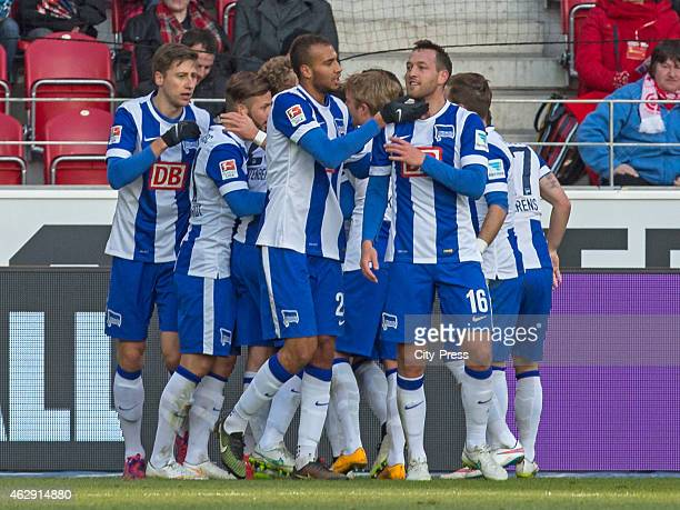 Hertha team celebrates after scoring the 0:2 during the game between FSV Mainz and Hertha BSC on february 7, 2015 in Mainz, Germany.