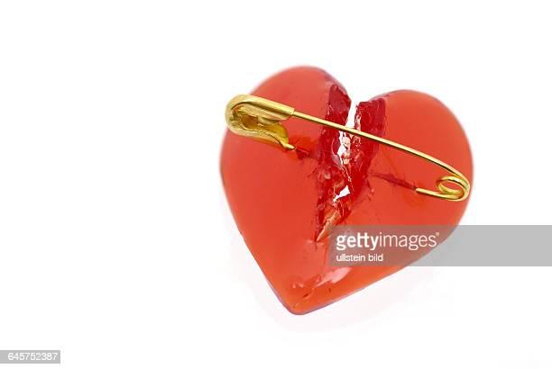 Herz Herzen zerschnitten zerschnittenes gebrochenes gebrochen zerfetztes zerfetzt rotes rote Liebe Liebeskummer Trennung Scheidung Herzschmerz...