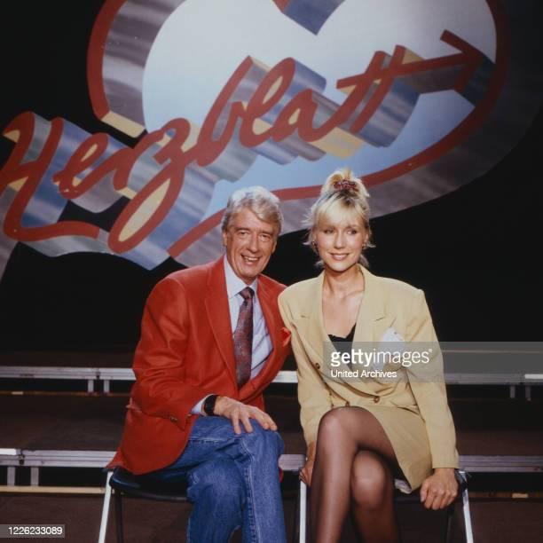 Herzblatt Kuppelshow Deutschland 1988 Moderator Rudi Carrell und Assistentin Susanne Susi Müller