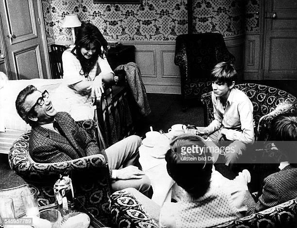 'Herzflimmern' Regisseur: Louis MalleFilmszene mit Daniel Gelin als Vater,Lea Massari als Mutter, Benoit Ferreux alsLaurent und seine beiden Brüder