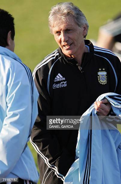 Argentine coach Jose Pekerman talks to assistant Ubaldo Fillol at AdiDasslerSportplatz training camp in Herzogenaurach 08 June 2006 Argentina will...