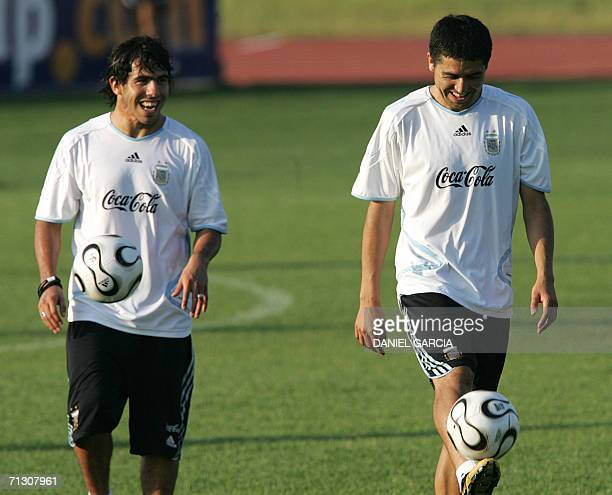 Argentinean forward Carlos Tevez and midfielder Juan Roman Riquelme are seen at AdiDasslerSportplatz training camp in Herzogenaurach 27 June 2006...