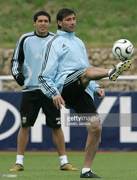 Argentinean goalkeeper Roberto Abbondanzieri kicks the ball as teammate Juan Roman Riquelme looks on during a training session at HerzogsPark...