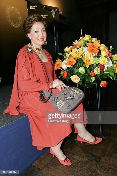 Herzogin Diane Von Württemberg Erhält Den Montblanc De La Culture Arts Patronage Award 2005 Im Lenbach In München