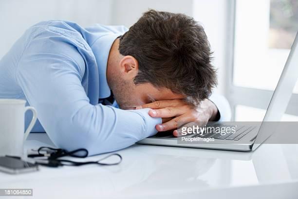 Homme dort assis photos et images de collection getty images for S endormir au bureau