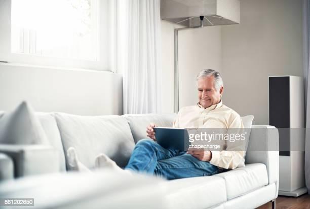 Er hat die Welt mit ihm direkt auf dem sofa