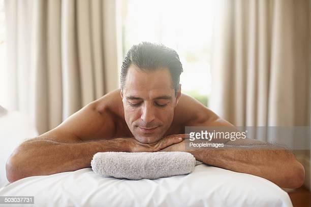 Er ist in der Stimmung für eine massage