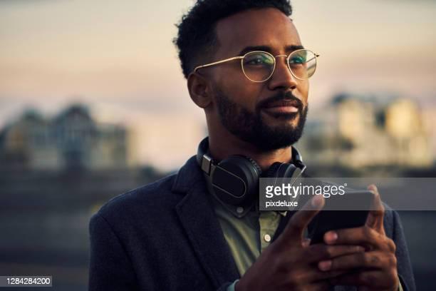 han är på ett uppdrag - afroamerikanskt ursprung bildbanksfoton och bilder
