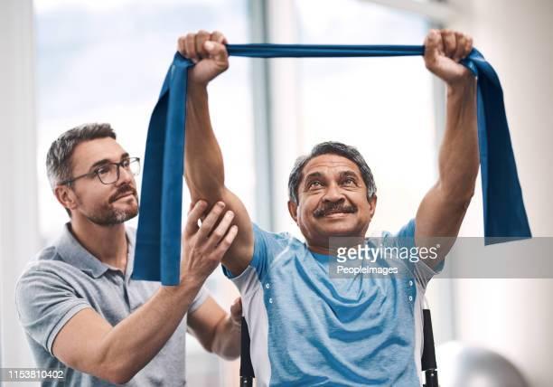 he's raising the bar today - fisioterapia foto e immagini stock