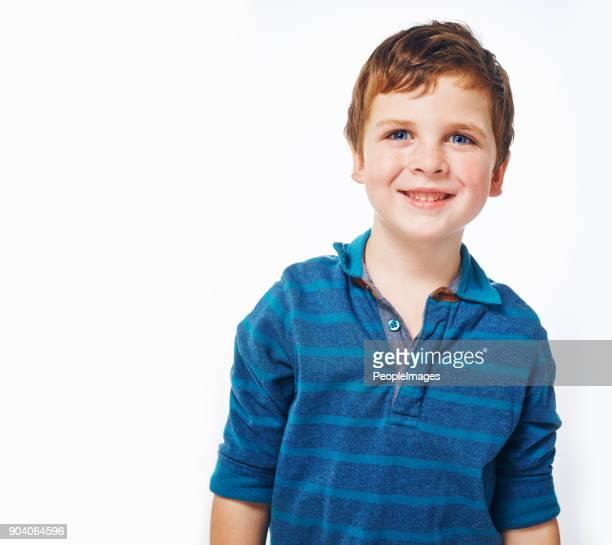 er ist so ein charmeur bereits - nur jungen stock-fotos und bilder