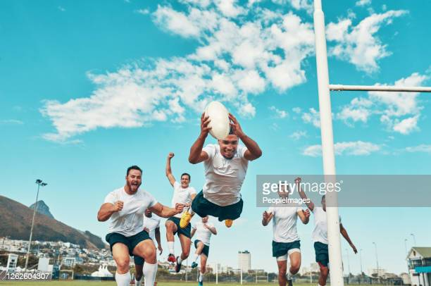 c'est l'homme du match. - rugby photos et images de collection