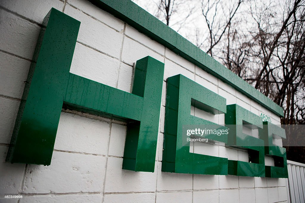 A Hess Corp. sign hangs at a gas station in Falls Church, Virginia, U.S., on Monday, Jan. 26, 2015. Hess Corp. is expected to report fourth-quarter earnings figures on Jan. 28. Photographer: Andrew Harrer/Bloomberg via Getty Images