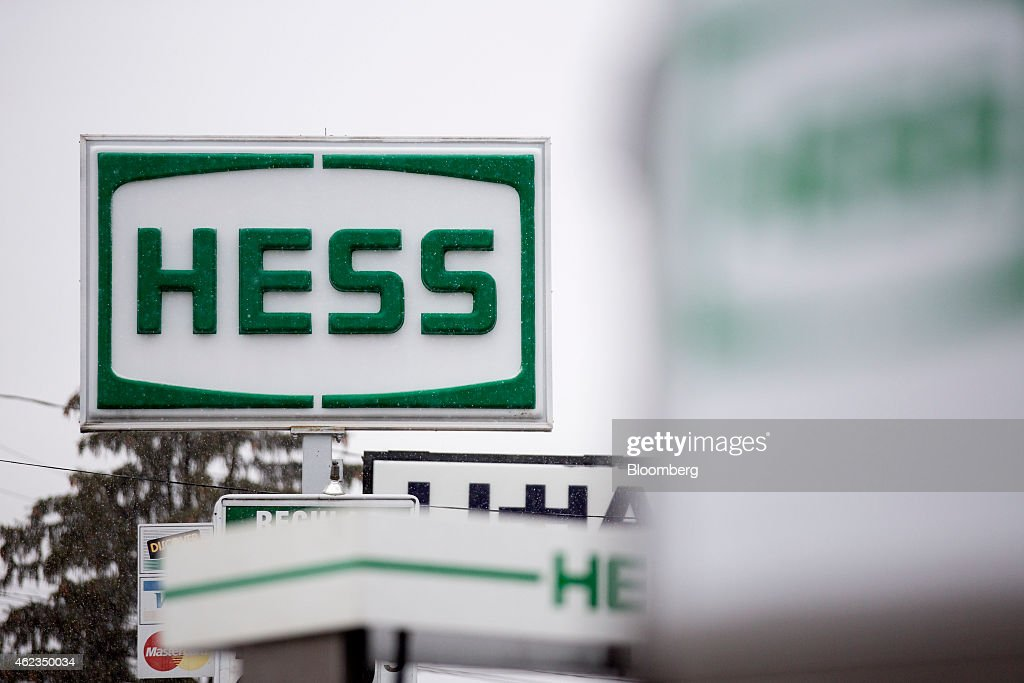 A Hess Corp. sign stands at a gas station in Falls Church, Virginia, U.S., on Monday, Jan. 26, 2015. Hess Corp. is expected to report fourth-quarter earnings figures on Jan. 28. Photographer: Andrew Harrer/Bloomberg via Getty Images