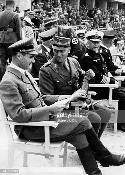 Hess Rudolf *26041894Politiker NSDAP Dmit Stabschef SA Viktor Lutze beiden Reichsportkämpfen der SA imBerliner Olympiastadion