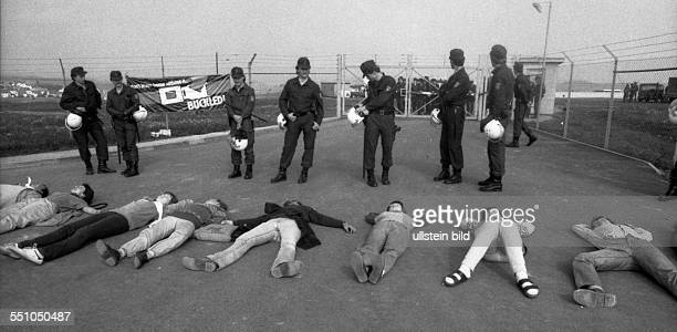 In the cold war the peace movement organized a demononstration near a US military base near Fulda with human chains and peaceful sitting and...