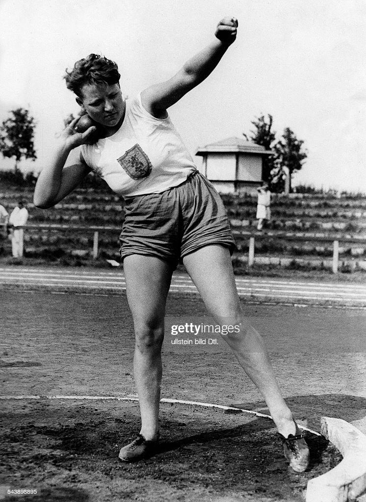 Heublein, Grete - Sportswoman, Shot-Putter, Germany*29.01.1908-02.03.1997+ - Photographer: Hans Henschke- Published by: 'Berliner Morgenpost' 23.08.1931Vintage property of ullstein bild : Nyhetsfoto