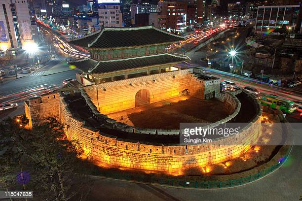 heunginjimun by night - sungjin kim stock pictures, royalty-free photos & images