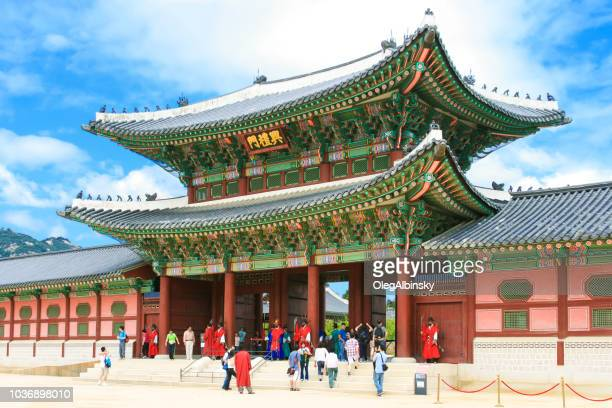 heungnyemun gate of the gyeongbokgung palace (gyeongbok palace), seoul, south korea. - guardsman stock pictures, royalty-free photos & images