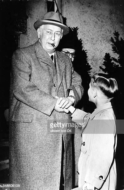 Heuss Theodor *31011884 Politician FDP Germany Federal president 19491959 a boy is congratulating Theodor Heuss on his 70 birthday photographer...