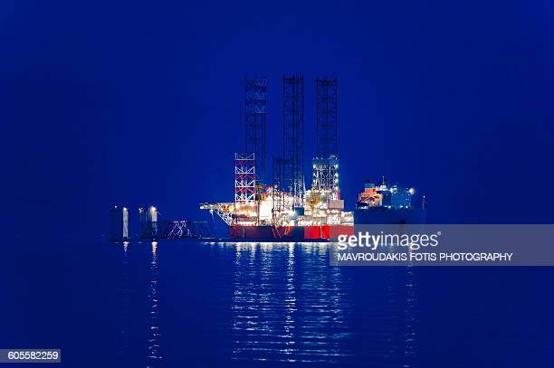 hevay vessel cargo ship - hydrocarbon stock pictures, royalty-free photos & images