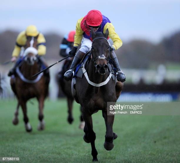 Hey Big Spender ridden by Joe Tizzard wins The At The Races Rehearsal Steeple Chase