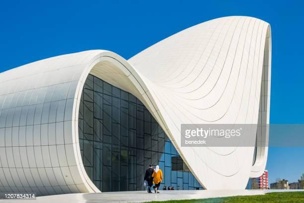 バクー・アゼルバイジャンのヘイダル・アリエフ・センター - アゼルバイジャン ストックフォトと画像
