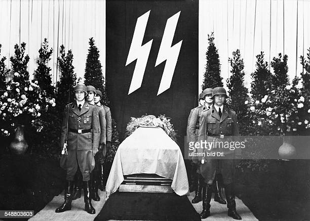Heydrich, Reinhard - Politician, SS-Obergruppenfuehrer, Germany *07.03..1942+ SS-guard of honour at his coffin lying in state at the...