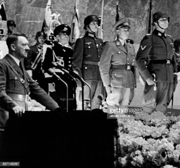 Heydrich, Reinhard , Politiker, NSDAP, D, Adolf Hitler am Rednerpult während seiner, Ansprache im Mosaiksaal der Reichskanzlei