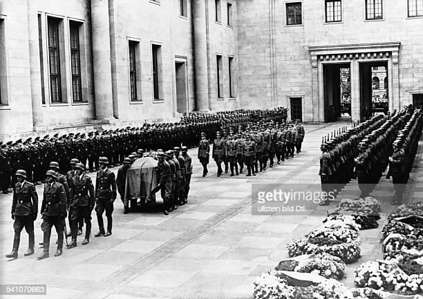 Heydrich Reinhard Politiker NSDAP D Ankunft des Trauerzuges mit dem Sarg im Ehrenhof der Reichskanzlei