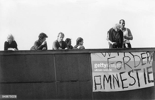 Häftlingsrevolte in der StrafanstaltKöpenick:Mit der Forderung nach Generalamnestiefür nach DDR-Recht Verurteilte haltendie Einsitzenden das Dach...