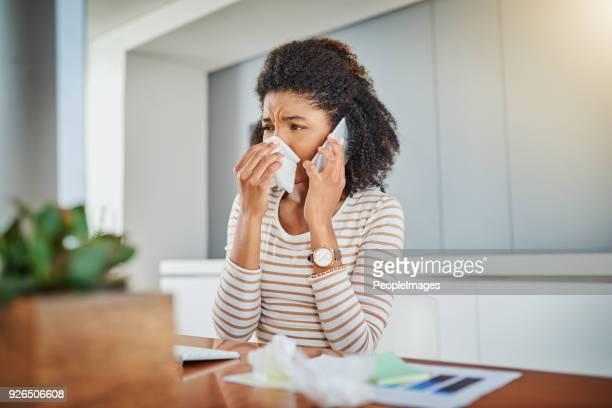 hola, necesito ver a un doctor por favor - flu virus fotografías e imágenes de stock