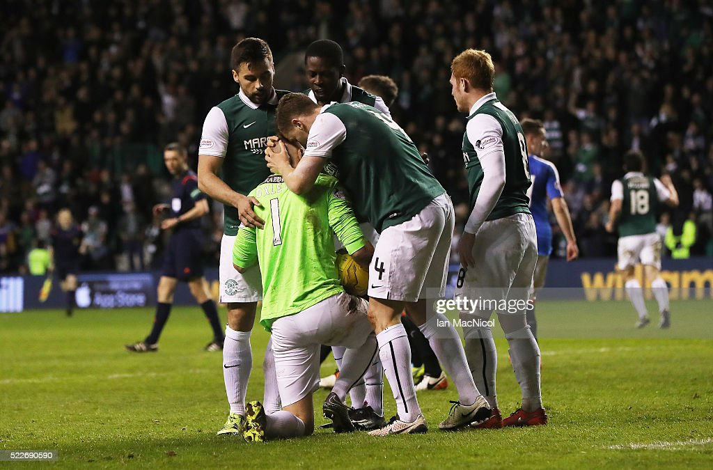 HIbs players congratulate Mark Oxley of Hibernian at full time during the Scottish Championship match between Hibernian and Rangers at Easter Road on April 20, 2016 in Edinburgh, Scotland.