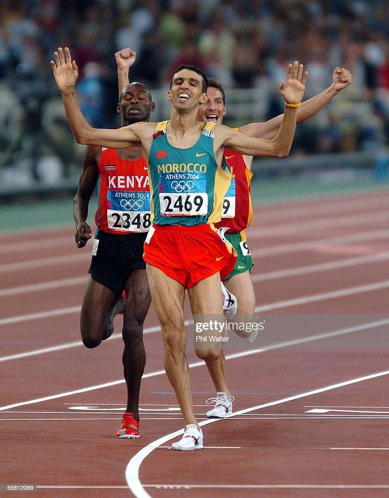 Diferencia de torso. Hicham-el-guerrouj-from-morocco-crosses-the-finish-line-to-win-the-picture-id55812099