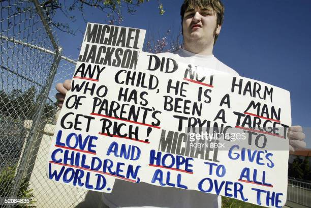 Hickman of Knoxville Tennesse holds a sign 30 January 2005 showing his support for US pop star Michael Jackson outside the Superior Court of...