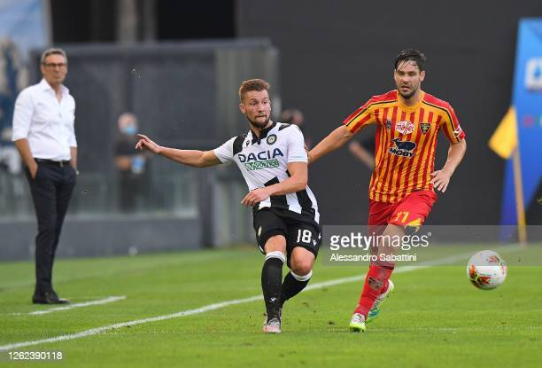 Hidde Ter Avest of Udinese Calcio competes for the ball with Yavhen Shakhov of US Lecce during the Serie A match between Udinese Calcio and US Lecce...